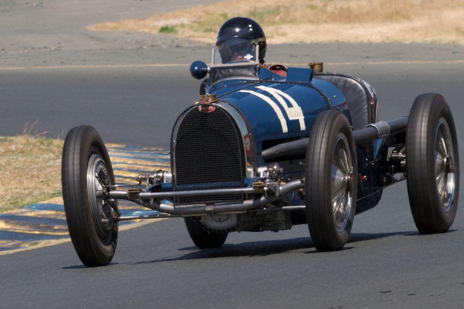 Charles McCabe in his 1934 Bugatti Type 59 in turn ten.
