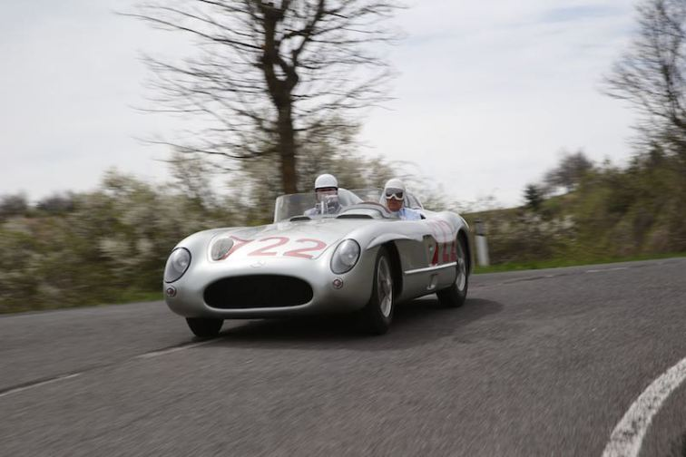 Sir Stirling Moss at the wheel of the 300 SLR with starting number 722 in Italy