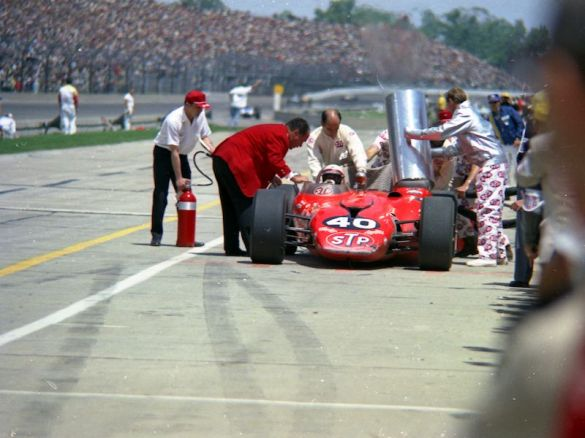 Andy Granatelli talks to Parnelli Jones at the 1967 Indy 500