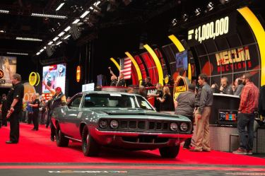 1971 Plymouth Hemi Cuda (Lot F100) sold for $950,000