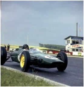 Jimmy Clark driving the Lotus 25 F1