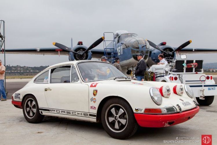 1968 Porsche 911T SP in front of the fully restored PBJ-1J Mitchell Bomber B-25