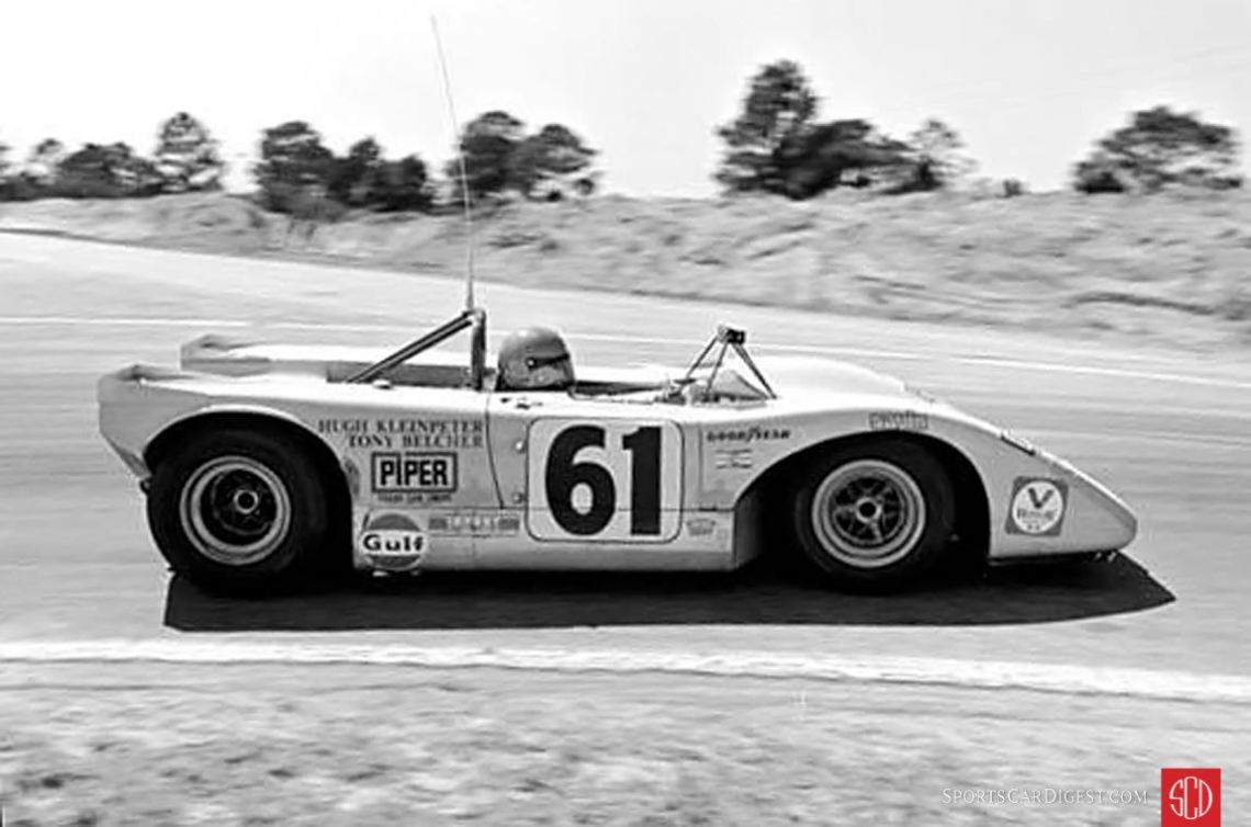 Hugh Kleinpeter and Tony Belcher's Lola T210 in the Hairpin (Photo: autosportsltd.com)