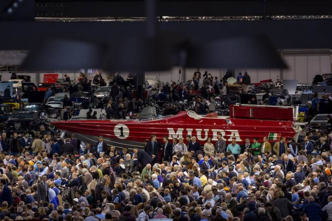 The 1984 CUV Lamborghini #1 Offshore Class 1 Miura boat stood out in the packed crowd of thousands throughout Duemila Ruote , selling for a final €117,000