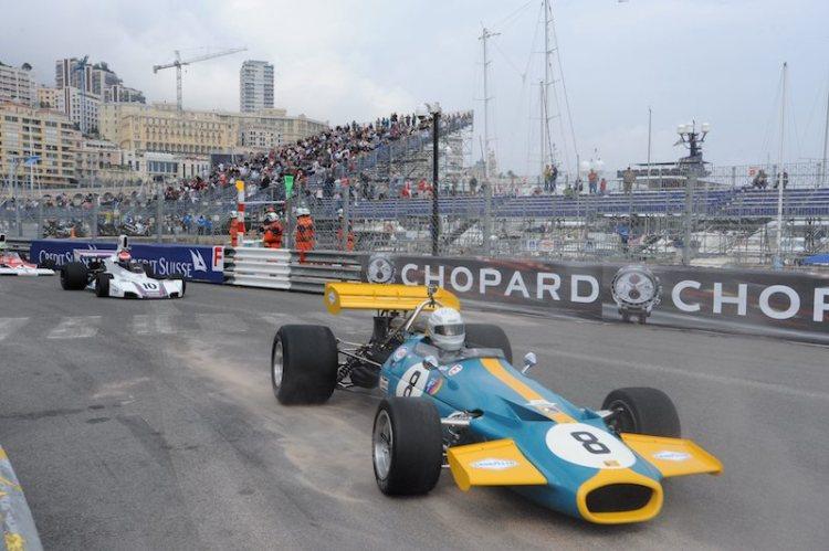 Winner Duncan Dayton's Brabham BT33 leads Brabham BT42/44 of Manfredo Rossi di Montelera