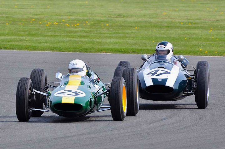 Nick Fennell 1962 Lotus 25 dices with the Cooper T45 of Brian Jolliffee