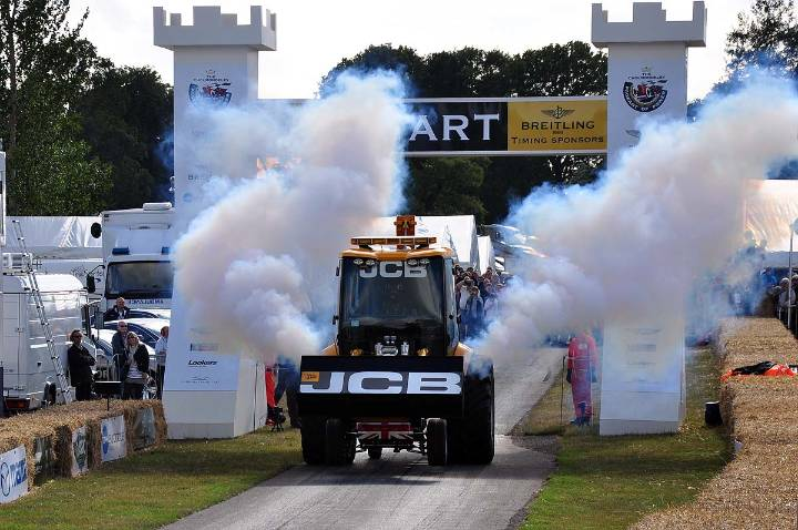 jcb-gt-smokes-off-the-line