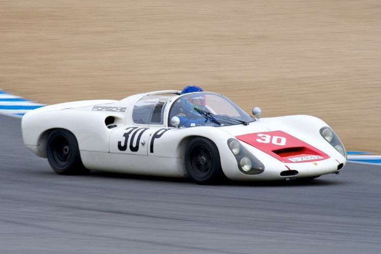 Porsche 910 driven by Thor Johnson.