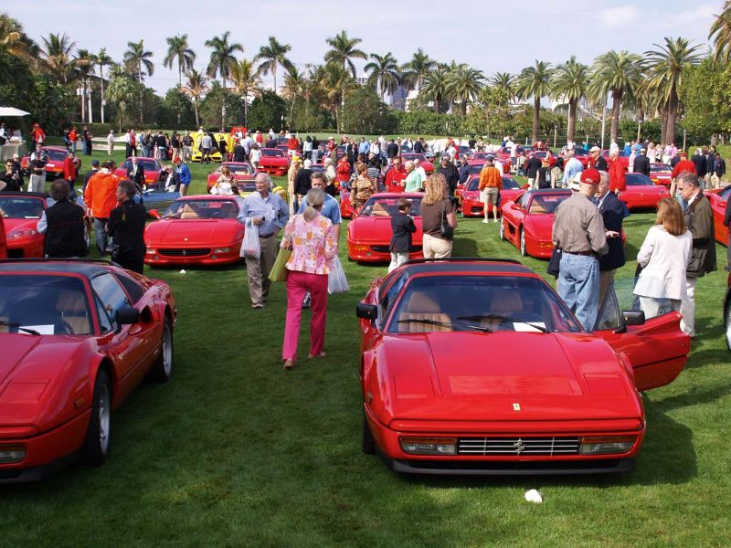 Very crowded and red lawn at Breakers
