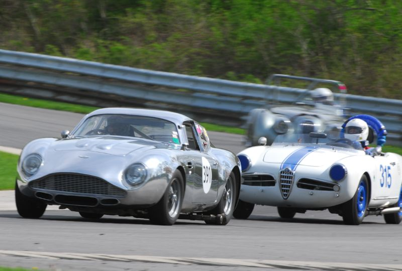 Herb Wetanson, Aston Martin DB4 battles the Alfa Romeo Giulietta of Jack Mella.