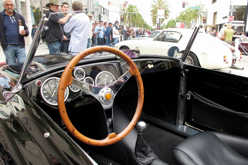 What the very fortunate driver sees behind the wheel of Dick Messer's simply perfect SIATA 208S Amica.