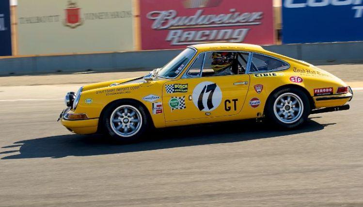 2011 Pre-Reunion, Sunday morning. Tom O'Callaghan 1967 Porsche 911S in turn eleven.