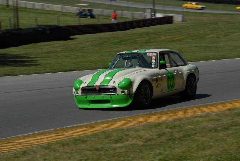 Les Gonda, in the powerful MGB-GT V8.