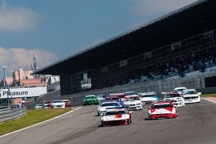 BMW M1 leads off