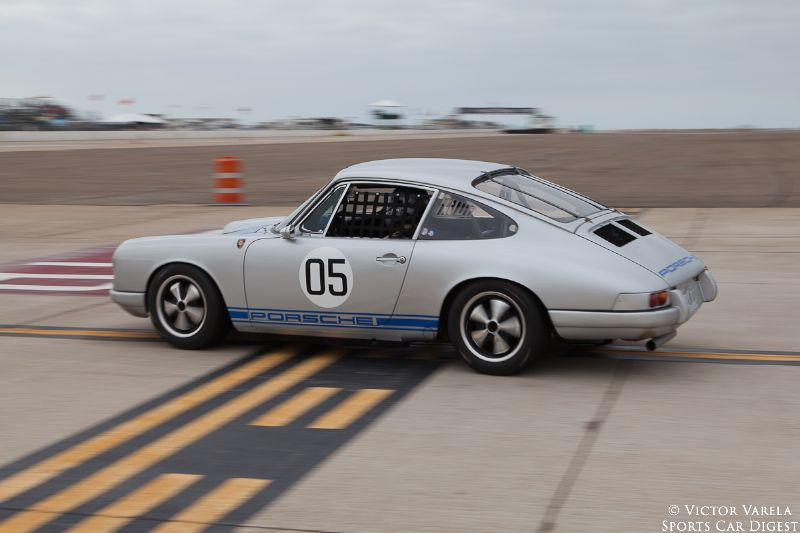 Bill Lyon and his 1967 Porsche 912. © 2014 Victor Varela