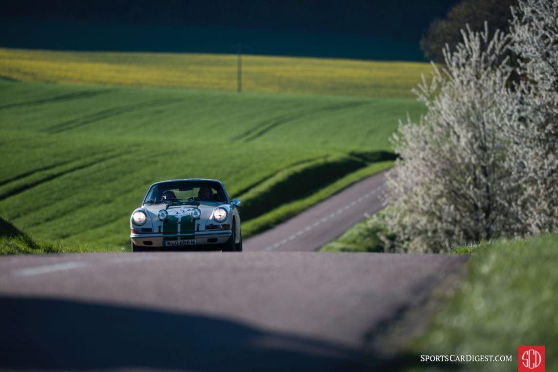 Porsche 911 Coupe at the Tour Auto Rally (photo: Geoffray Chantelot)