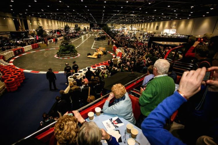 Lotus F1 wows the crowds indoors