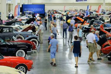 The 400 collector cars on display during the Fort Lauderdale preview drew crowds throughout the event (photo: Ryan Merrill)