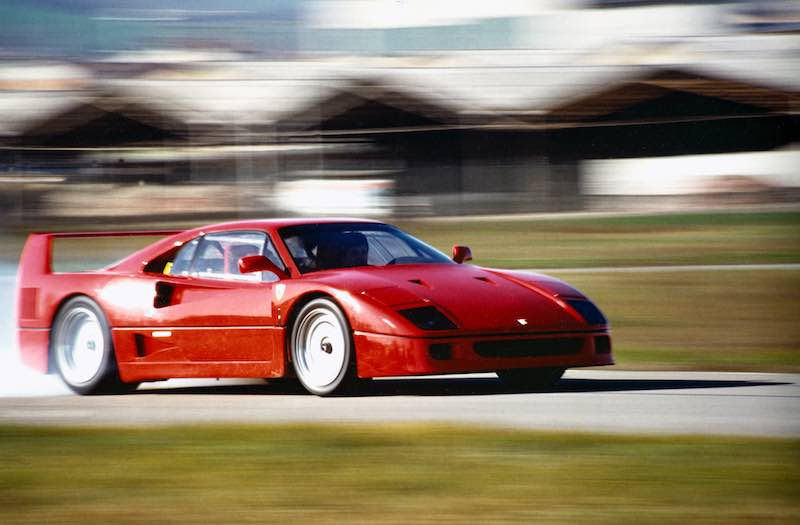 Ferrari F40 lights up rear tires