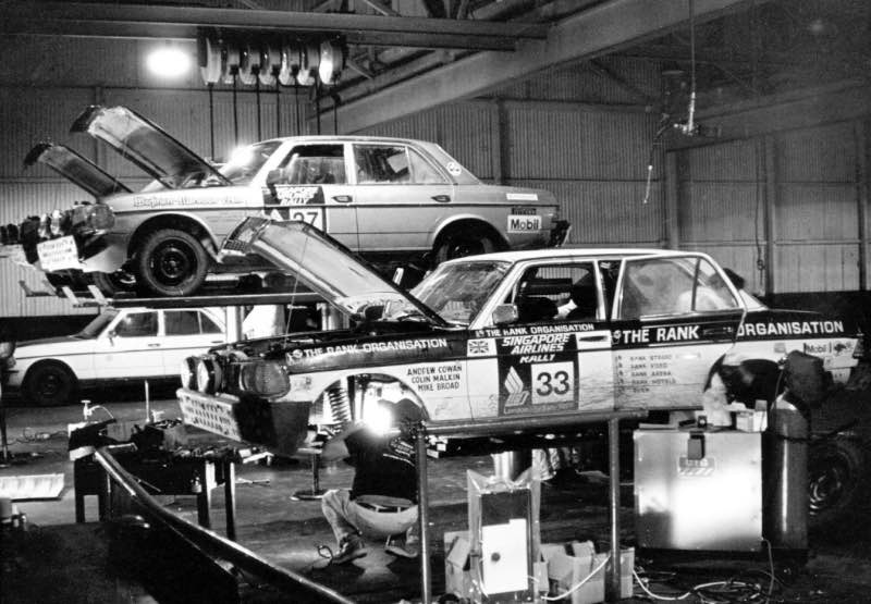 Service for the Mercedes-Benz 280 E rally cars during the 1977 London–Sydney Rally. In the foreground is the car Andrew Cowan would drive to victory, with its race number 33.