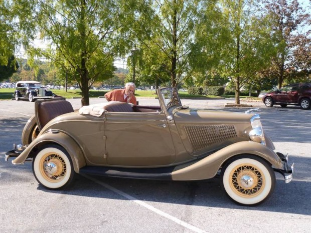 1934 Ford Model 40 Deluxe Cabriolet