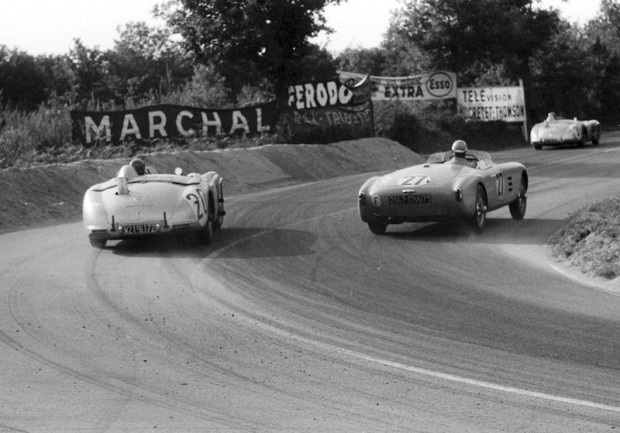 Pierre Levech (#20) is about to pass Jean-Paul Colas in the Salmson 2300S Spyder (#27). (photo credit: Daimler-Benz archive)