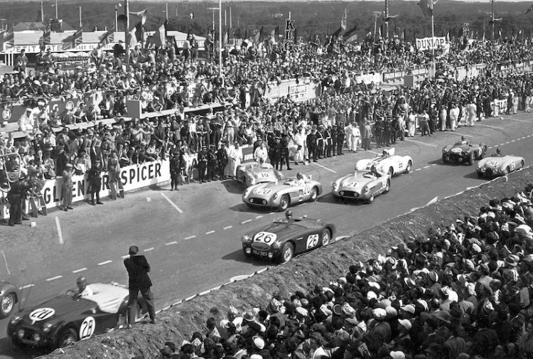 The start of the 1955 24 Hours of Le Mans. Car #26 is the Lance Macklin Austin-Healey, the #19 300SLR is the Fangio/Moss car, #20 is Pierre Levegh, #21 is the Kling/Simon car. Briggs Cunningham is in the Cunningham C5R (#22) with the Tony Brooks Aston Martin (#25) and the da Silva Ramos Gordini (#30).