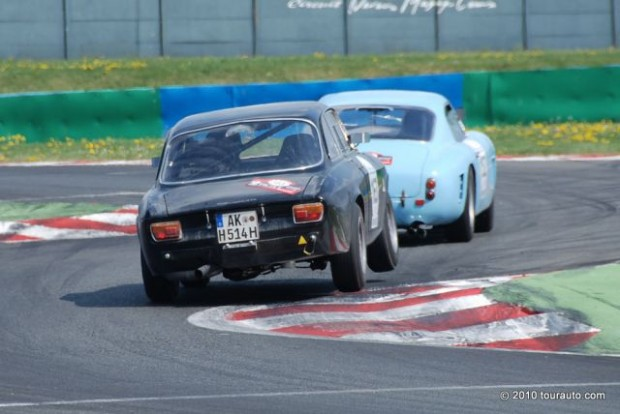 Alfa GTV chasing Ferrari 250 GT SWB