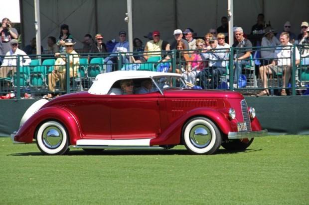 1936 Ford Roadster, 3 Dog Garage
