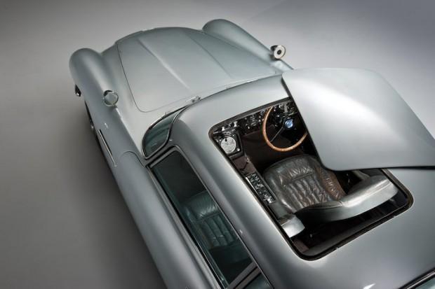 Aston Martin DB5 James Bond Movie Car - Sunroof