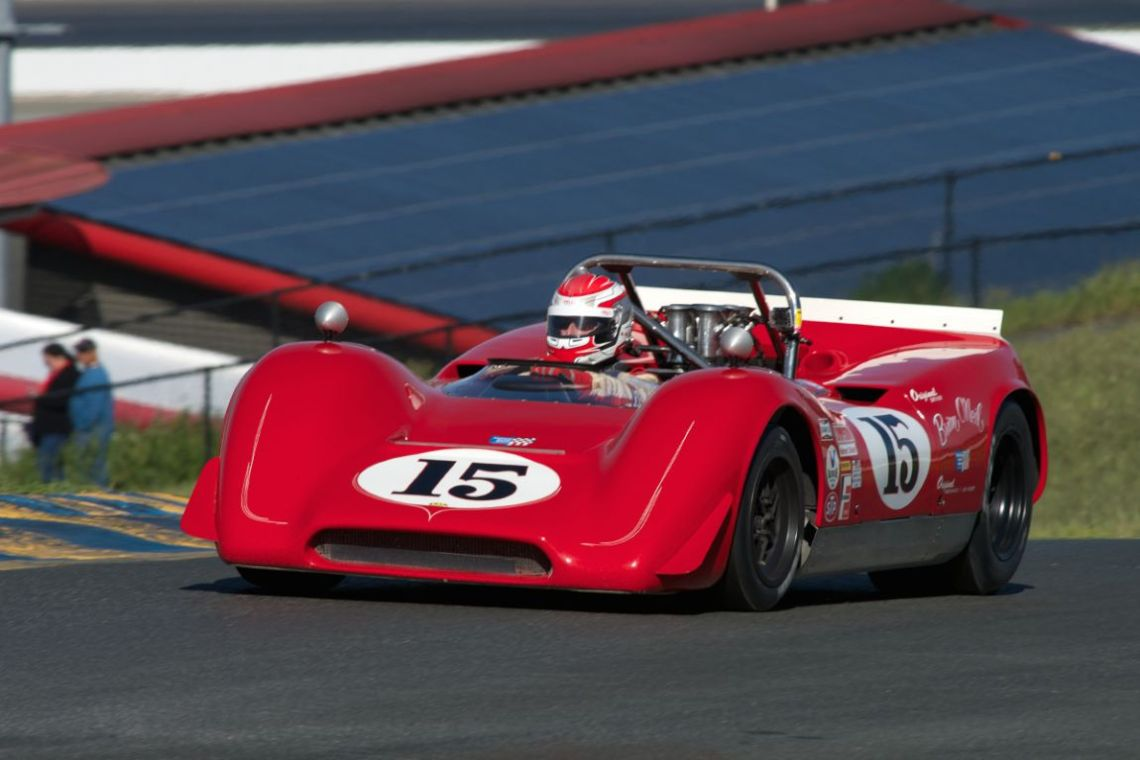 Lola T160 driven by William Jordanov.