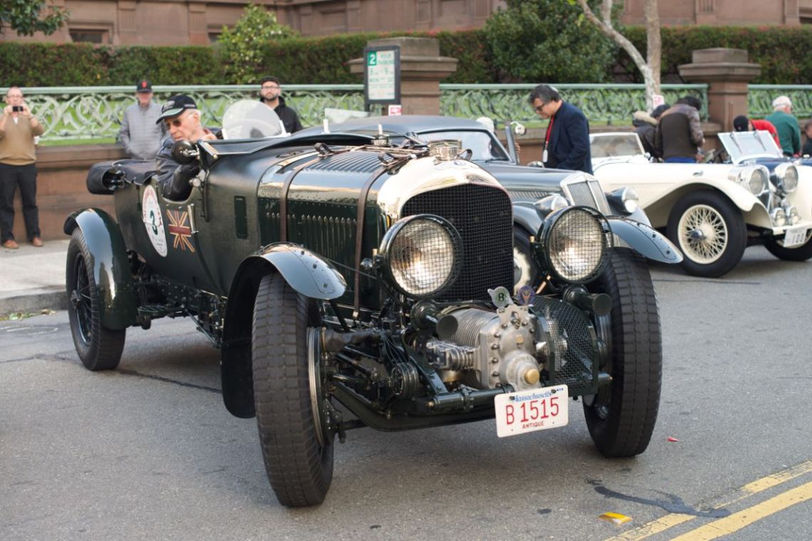 Robert Reed pulls the 1929 Bentley out for the start.