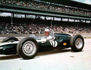 Jack Brabham in the #17 Cooper-Climax at the 1961 Indy 500