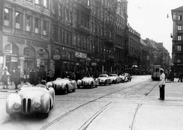 Parade for the winning BMW Mille Miglia Team in Munich, after the Italian Brescia Grand Prix