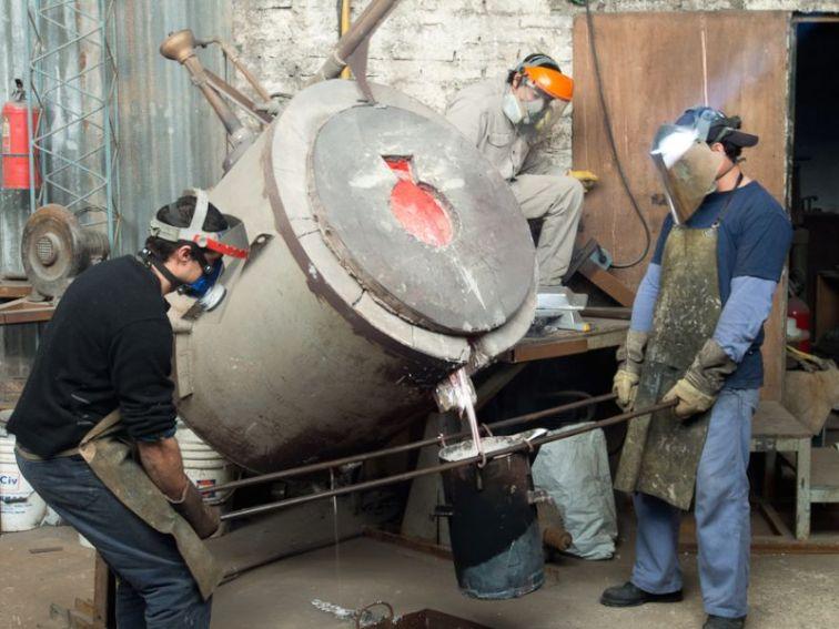 Foundry aluminum pour