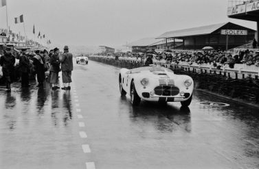 A wet 1951 Cunningham C-2R during the 1951 24 Hours of Le Mans