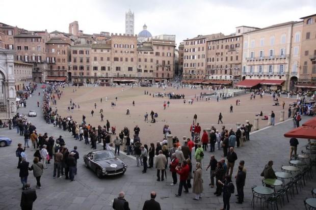 Ferrari 250 GT Lusso - Piazza del Campo in Siena