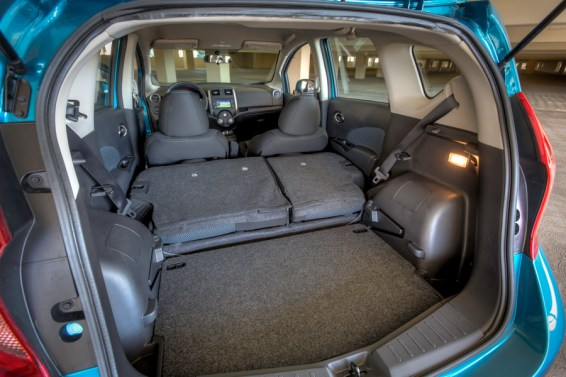 Folding rear seats in the Versa Note SV