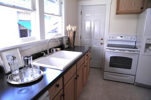 kitchen sink photo