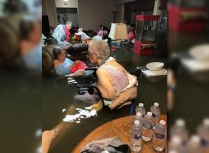 Una foto viral salvó la vida de 20 abuelitos tras el paso del huracán Harvey