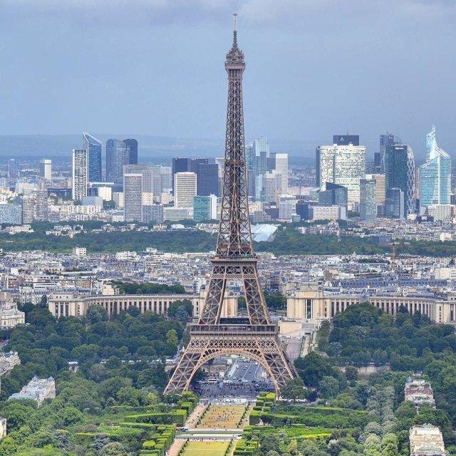 El muro llegó a la Torre Eiffel