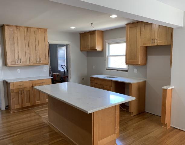 Real-time Service Area for Panda Kitchen on Maple Cabinets With White Countertops  id=99950