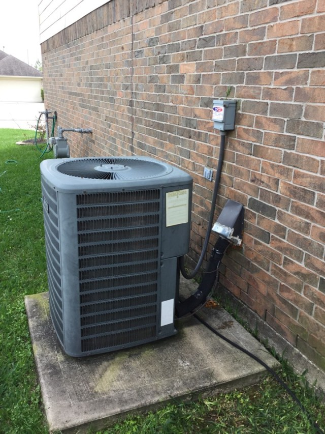 Rosharon, TX - Performed routine maintenance on a full Amana system