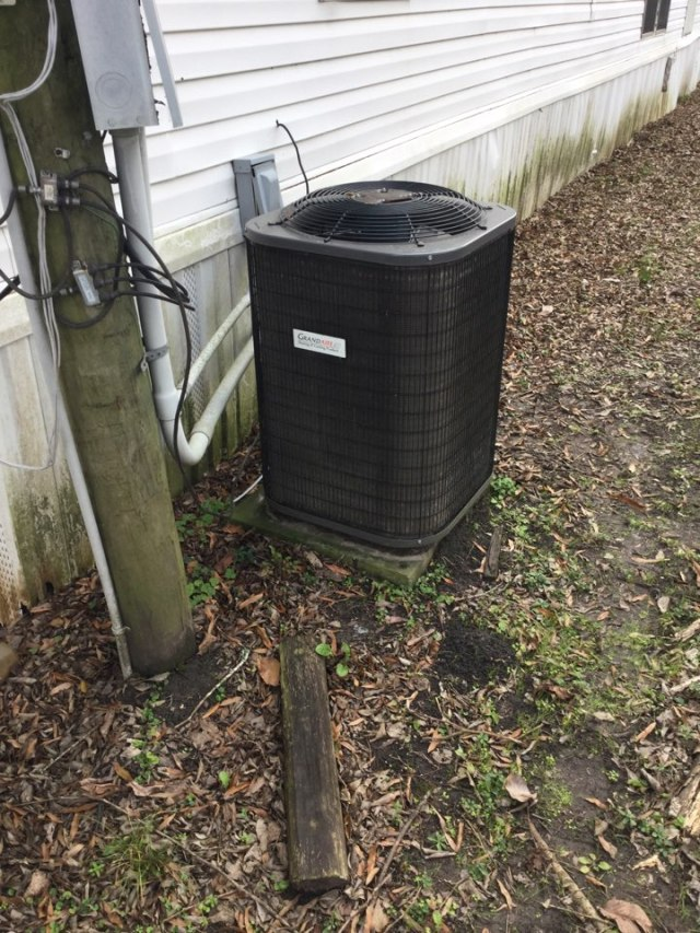 Baytown, TX - Outdoor unit compressor not coming on. Sold new Trane condenser.