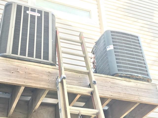 Galveston, TX - Performing maintenance on a Lennox and Goodman systems.