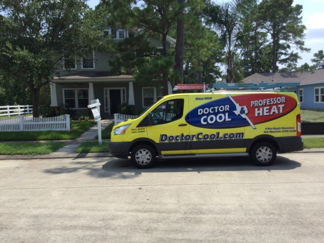 La Marque, TX - Ac service call. Replaced failed run capacitor, repaired burnt wires and cleaned outdoor condensing unit for Trane system.