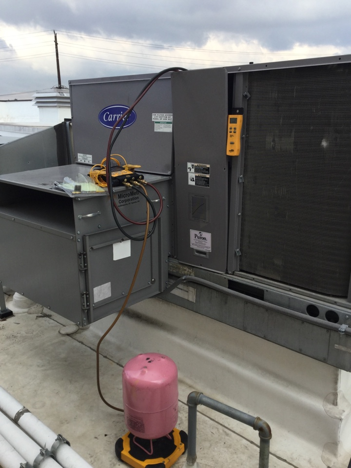 Redondo Beach, CA - Light commercial package unit Refrigeration charge