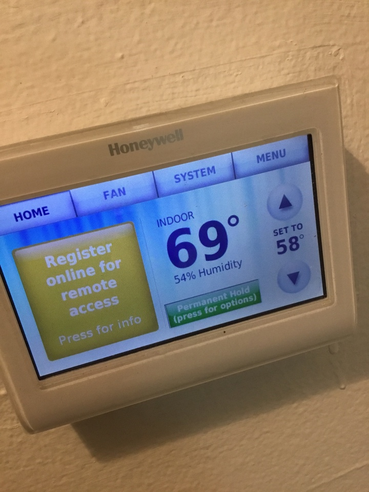 Lakewood, CA - Checking thermostat