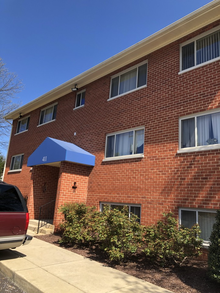 Laurel, MD - Replacing soffit and fascia in Laurel on several apartment buildings