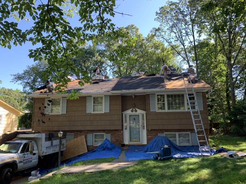 Annapolis, MD - Removing and replacing shingle roof with Timberline HDZ. Shakewood shingles .
